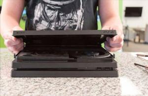 Screenshot 2017 12 6 How to clean any PS4 Fan Pro Slim or Original9 300x195 آموزش تمیز کردن کنسول PS4 تمامی مدل ها